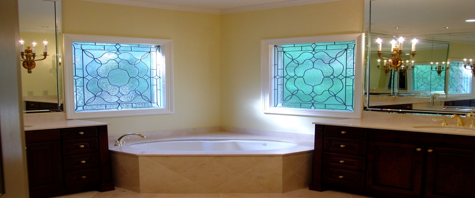 Corner bath with double vanity